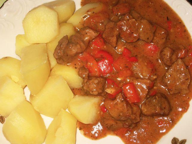 Karkówka po węgiersku z ziemniakami
