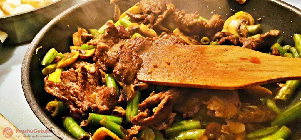 Wołowina po chińsku na patelni