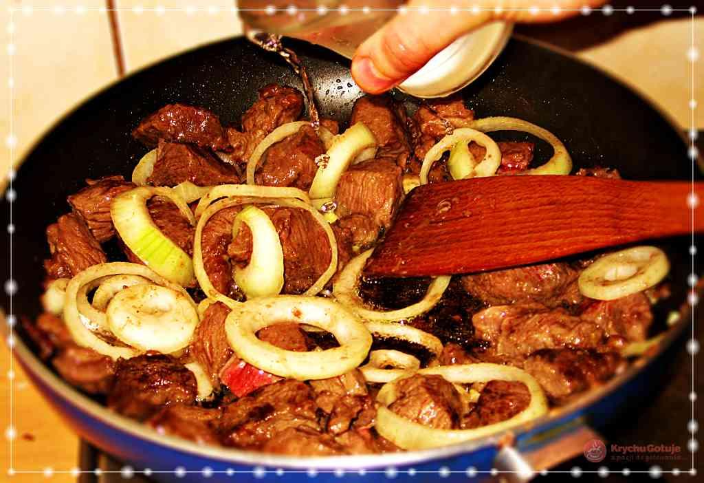 Wołowina z cebulą