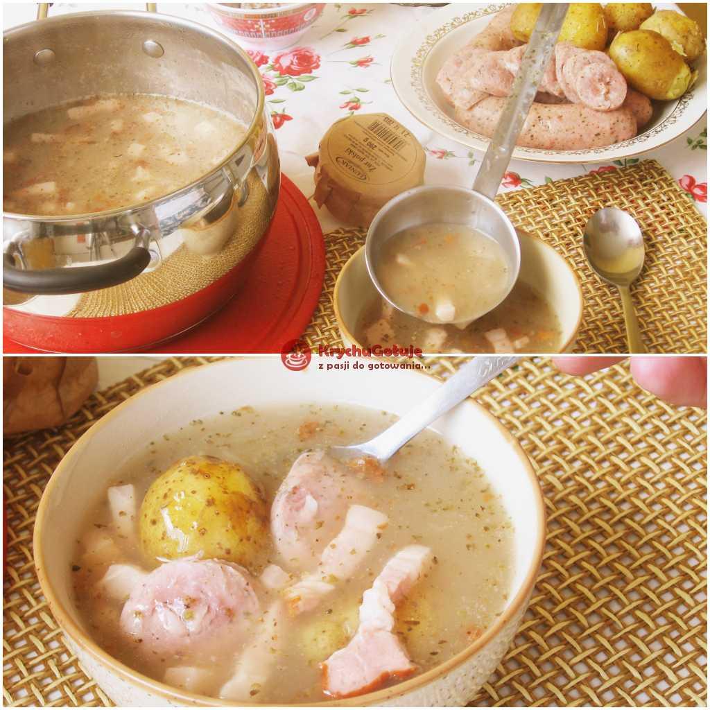 Żurek na stole z ziemniakami i białą kiełbasą